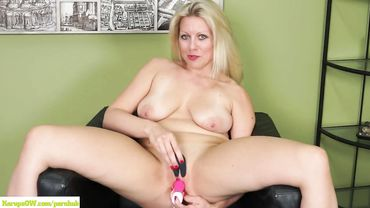 Blonde MILF with a shaved cunt masturbates to excite you and your penis
