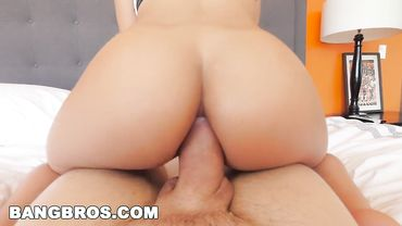 Big ass Latina MILF Luna Star takes a massive dick in her asshole