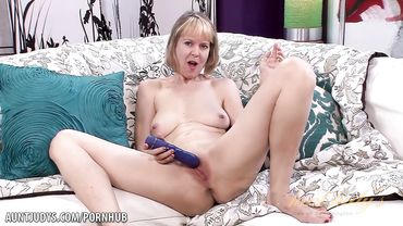 Mature whore with small tits shoves a vibrator in her shaved pussy
