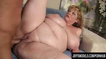 Chunky blonde MILF spreads legs to have her smooth pussy railed balls deep