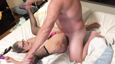 Amateur granny in fishnet stockings spreads legs for anal drilling while using toys