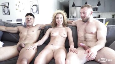 A bisexual mmf threesome in the living room gets everyone to cum