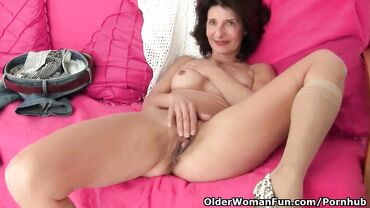 Brunette mature housewife got horny and masturbated in the middle of her chores