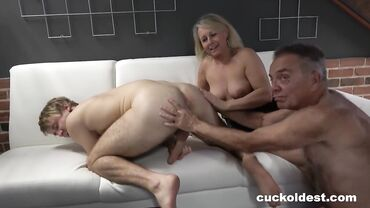 Mature Blonde Wife Rimmed Young Teen In An Amateur Threesome